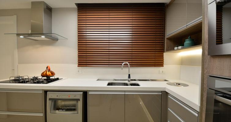 Os melhores motivos para você usar persiana na cozinha!