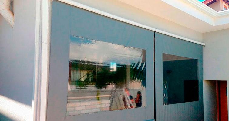 Toldo Cortina: proteção lateral para churrasqueiras e varandas.