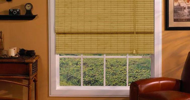 Inspiração no bambu: cortina romana de bambu.
