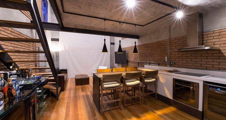 Linda integração de cozinha e sala de jantar com piso vinílico!