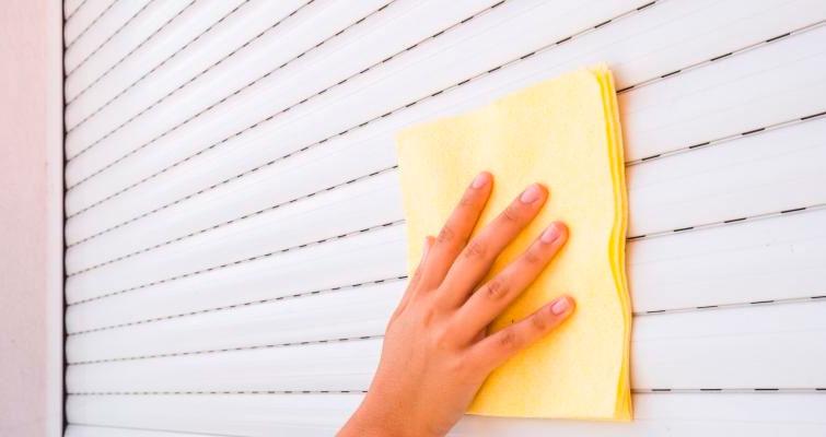 Saiba como efetuar corretamente a limpeza das persianas